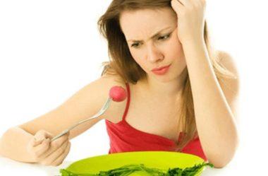 Transtornos Alimentares e Queda de Cabelo: como doenças como anorexia e bulimia podem provocar a perda excessiva dos fios?